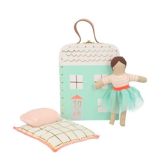 Meri meri lila baba bőröndben